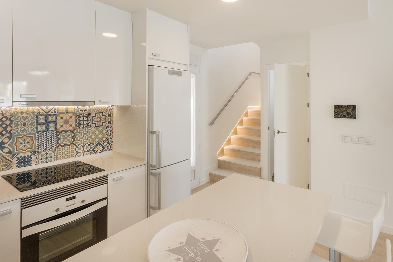 Küche und Treppenaufgang in den 1. Stock