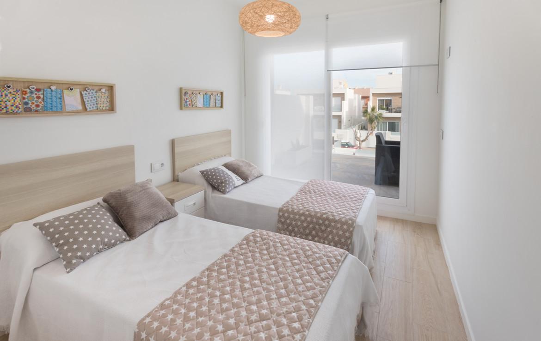 Schlafzimmer mit Blick auf Terrasse
